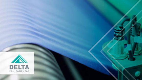 Maquina textil operando en una fábrica ya adaptada para el modelo productivo de la confección 4.0
